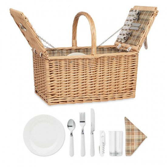 Picnic basket for four people